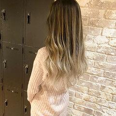 ロング ブリーチ コントラストハイライト 透明感 ヘアスタイルや髪型の写真・画像