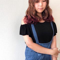 デザインカラー 前髪あり ロング ナチュラル ヘアスタイルや髪型の写真・画像
