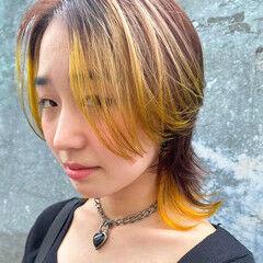 ショートヘア ウルフカット イエロー ハイトーンカラー ヘアスタイルや髪型の写真・画像