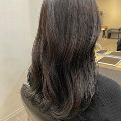ナチュラル アッシュグレージュ セミロング 艶カラー ヘアスタイルや髪型の写真・画像