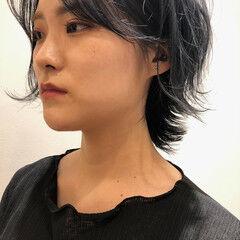ウルフカット ニュアンスウルフ ショート ナチュラル ヘアスタイルや髪型の写真・画像