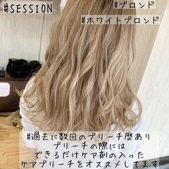 セミロング ダブルカラー ハイトーン ブロンド ヘアスタイルや髪型の写真・画像