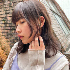 ナチュラル 髪質改善トリートメント ラベンダーアッシュ ミディアム ヘアスタイルや髪型の写真・画像