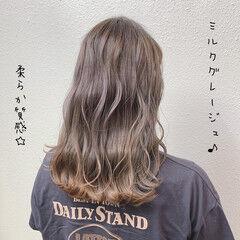バレイヤージュ ミルクティー ガーリー ブリーチ ヘアスタイルや髪型の写真・画像
