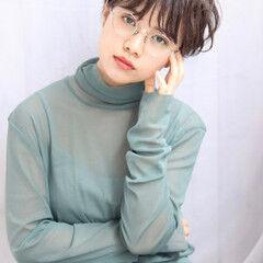小顔ヘア 眼鏡 耳かけ ナチュラル ヘアスタイルや髪型の写真・画像