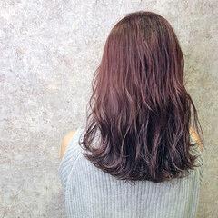 ピンクラベンダー セミロング イルミナカラー フェミニン ヘアスタイルや髪型の写真・画像