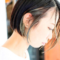 ネイビーブルー ショートボブ ミルクティーグレージュ ブルーアッシュ ヘアスタイルや髪型の写真・画像