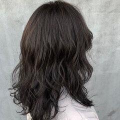 ナチュラル グレージュ シルバーグレージュ セミロング ヘアスタイルや髪型の写真・画像
