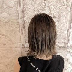 3Dカラー 切りっぱなしボブ フェミニン ヌーディベージュ ヘアスタイルや髪型の写真・画像