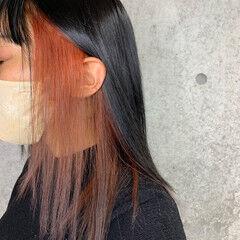 インナーカラー インナーカラーレッド セミロング インナーカラーオレンジ ヘアスタイルや髪型の写真・画像