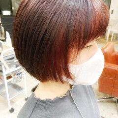 レッド インナーカラー ブリーチカラー ピンク ヘアスタイルや髪型の写真・画像