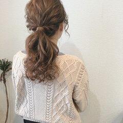 セミロング ローポニー ローポニーテール ねじり ヘアスタイルや髪型の写真・画像