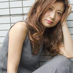 ロング デジタルパーマ OL フェミニン ヘアスタイルや髪型の写真・画像