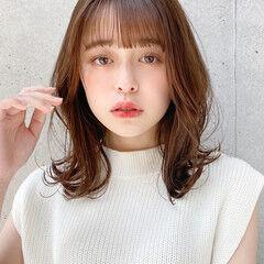 アンニュイほつれヘア ミディアムレイヤー 外ハネ モテ髮シルエット ヘアスタイルや髪型の写真・画像