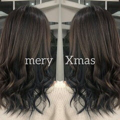 ロング イルミナカラー バックコーミング ブルージュ ヘアスタイルや髪型の写真・画像