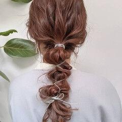 ポニーテールアレンジ ロング 暖色 チェリーレッド ヘアスタイルや髪型の写真・画像