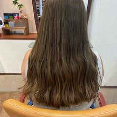 大人ハイライト オリーブカラー オリーブブラウン ロング ヘアスタイルや髪型の写真・画像