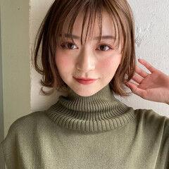お団子アレンジ ニュアンスウルフ ミルクティーベージュ 外ハネボブ ヘアスタイルや髪型の写真・画像