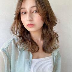 アンニュイほつれヘア ガーリー デート ベージュ ヘアスタイルや髪型の写真・画像
