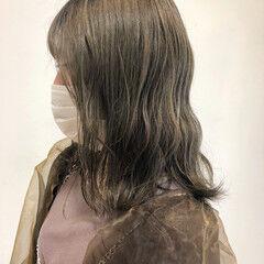 ベージュカラー オリーブカラー ストリート ミディアム ヘアスタイルや髪型の写真・画像