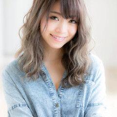 グレージュ 渋谷系 大人女子 ハイトーン ヘアスタイルや髪型の写真・画像