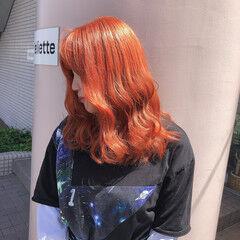 オレンジ ミディアム ダブルブリーチ イルミナカラー ヘアスタイルや髪型の写真・画像