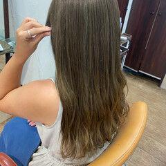 大人ハイライト オリーブベージュ オリーブブラウン オリーブカラー ヘアスタイルや髪型の写真・画像
