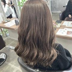 ミルクティーベージュ ココアベージュ セミロング フェミニン ヘアスタイルや髪型の写真・画像