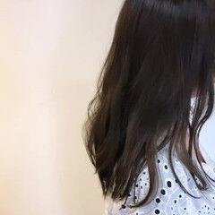 セミロング ママヘア 透明感 ゆるウェーブ ヘアスタイルや髪型の写真・画像