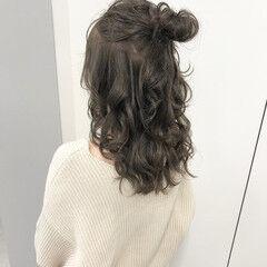 オリーブベージュ ロング オリージュ ハーフアップ ヘアスタイルや髪型の写真・画像