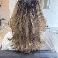 大人ミディアム エレガント ミディアムヘアー レイヤースタイル ヘアスタイルや髪型の写真・画像