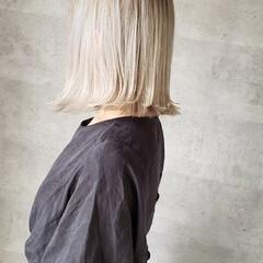 アッシュグレージュ ミディアム ホワイトグレージュ ミルクティーグレージュ ヘアスタイルや髪型の写真・画像