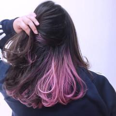 セミロング パンク インナーカラー パープル ヘアスタイルや髪型の写真・画像