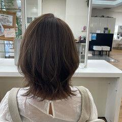 コテ巻き オリーブカラー オリーブベージュ レイヤーカット ヘアスタイルや髪型の写真・画像