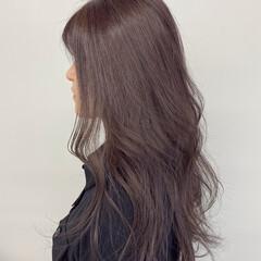 セミロング ラベンダー ゆる巻き ナチュラル ヘアスタイルや髪型の写真・画像