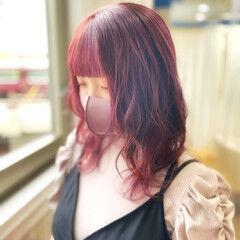 フェミニン ウルフカット チェリーレッド ボルドーヘア ヘアスタイルや髪型の写真・画像
