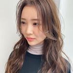 フェミニン ロング 韓国風ヘアー 外ハネ