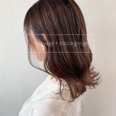 マロン ミディアム バレイヤージュ ナチュラル ヘアスタイルや髪型の写真・画像