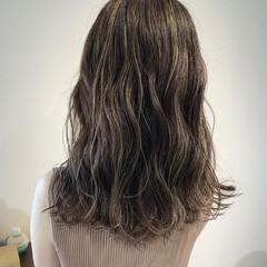 3Dハイライト ナチュラル 極細ハイライト セミロング ヘアスタイルや髪型の写真・画像