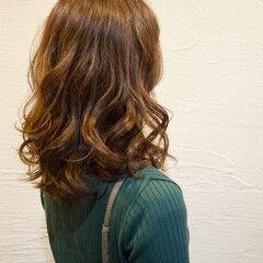 カーキアッシュ 大人可愛い セミロング ヘアスタイルや髪型の写真・画像