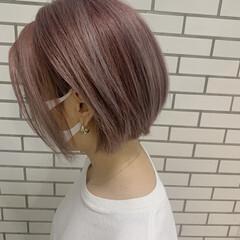 ラズベリーピンク ショート ピンクアッシュ ナチュラル ヘアスタイルや髪型の写真・画像