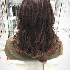 ベリーピンク 冬 グラデーションカラー ストリート ヘアスタイルや髪型の写真・画像