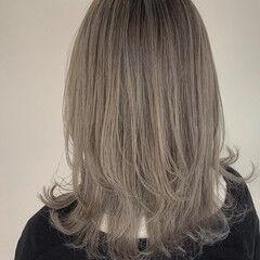 アッシュグレージュ ホワイトシルバー グレージュ シルバーアッシュ ヘアスタイルや髪型の写真・画像