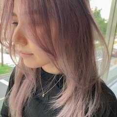 ブリーチ ピンクベージュ ハイトーン ミディアム ヘアスタイルや髪型の写真・画像