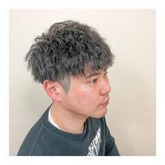 メンズ ツイスト ツーブロック ショート ヘアスタイルや髪型の写真・画像