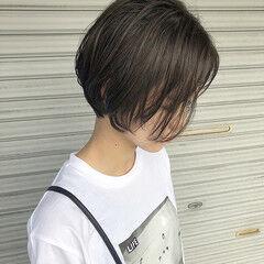 フェミニン ダークグレー ショートヘア 長めバング ヘアスタイルや髪型の写真・画像