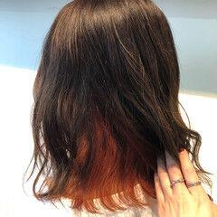 インナーカラーオレンジ ブリーチカラー ブリーチ ミディアム ヘアスタイルや髪型の写真・画像