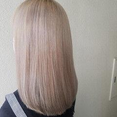 ロング ハイトーンカラー プラチナブロンド クリームブロンド ヘアスタイルや髪型の写真・画像