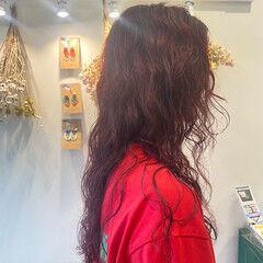 赤髪 ビビッドカラー 大人カジュアル 大人可愛い ヘアスタイルや髪型の写真・画像