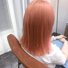 ミディアム ピンク ストリート サーモンピンク ヘアスタイルや髪型の写真・画像